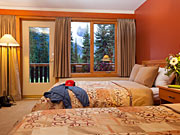 Bugaboo Heli-hiking Lodge - Cozy rooms with mountain views