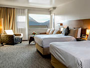 Juniper Hotel & Bistro - Deluxe room with two double beds