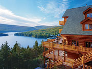 Hôtel Sacacomie - Hotel exterior with view of Lake Sacacomie