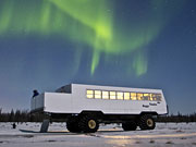 Tundra Buggy Lodge - Northern lights over the Tundra Buggy