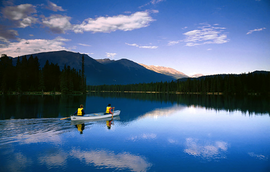 Canoe tours in Canada