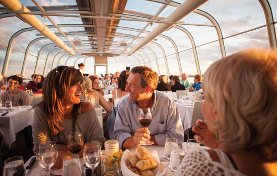 Dinner cruise along the Saint Lawrence River. - Dinner cruise along the Saint Lawrence River.