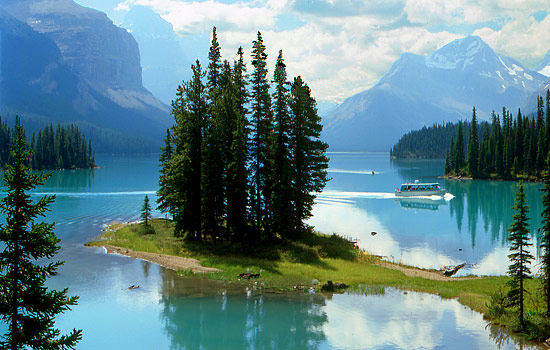 Spirit Island crusie, Maligne Lake, Jasper National Park