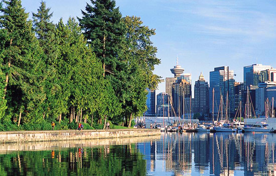 Strolling the seawall around Stanley Park in Vancouver