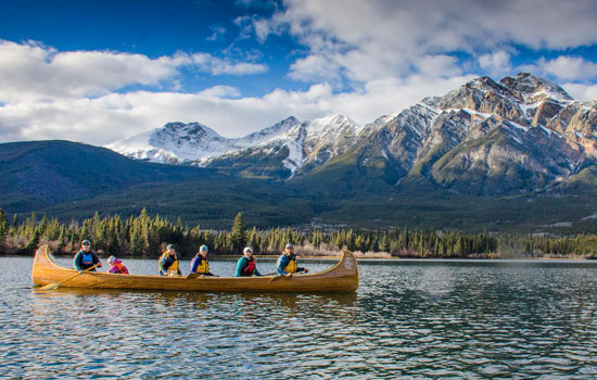 Enjoy a serene Japer canoe tour