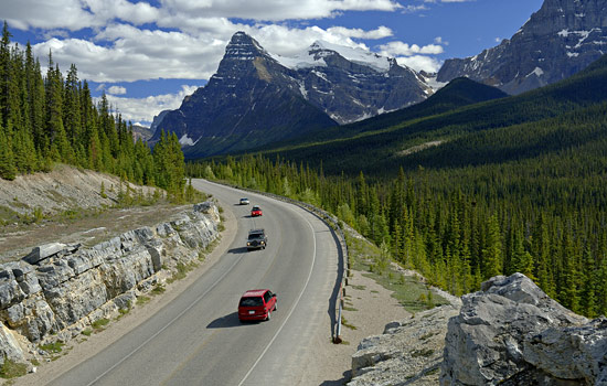 Cars travelling through the Rockies along the Icefields Parkway